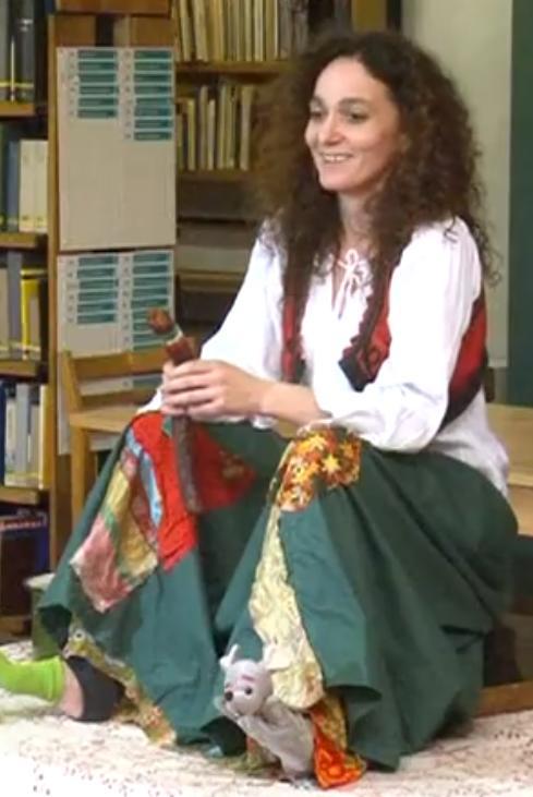 Csernik Szende láb-bábművész székely mesemondó előadása Esztergomban